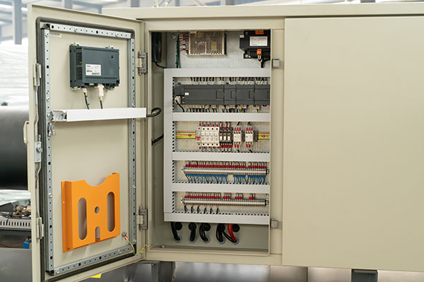 冷水机组控制器